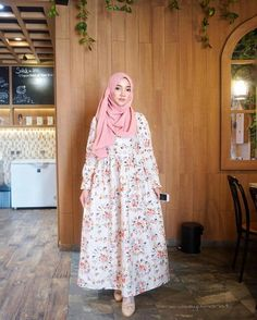 Cute Hijaber: Smile of Face Beautiful Hijab Cute Girl Abaya Fashion, Muslim Fashion, Modest Fashion, Fashion Dresses, Muslim Dress, Hijab Dress, Pakistani Dresses Casual, Casual Dresses, Modele Hijab