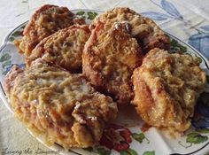 Oven Fried Boneless Pork Chops - 350 oven for 35 to 40 minutes. (Use 1 inch thick boneless center cut pork chops. Fried Boneless Pork Chops, Oven Fried Pork Chops, Baked Pork, Oven Baked, Boneless Chicken, Pork Chop Recipes, Meat Recipes, Cooking Recipes, Cooking Tips