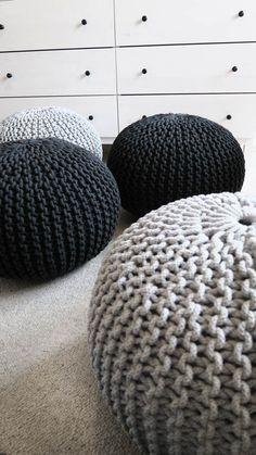 Sprężyste i wygodne siedzisko/ puf wykonany ręcznie z grubego sznurka. Puf jest praktyczny, wyjątkowy i oryginalny. Doda wnętrzu charakteru i ciepła. #puf #siedzisko #rękodzieło #sznurek #zesznurka #pouf #handmade #knitting #bulky #chunky #design #interior #scandi #scandinavian #chabby #chabbychic #grey #ręcznie #robiony #nadrutach #dziergany #dziany #dladzieci