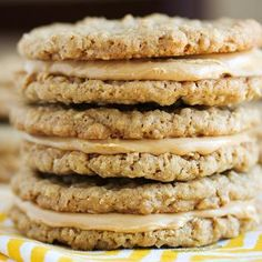 These peanut butter sandwich cookies are a peanut butter lover's DREAM cookie! Peanut Butter Sandwich Cookies, Peanut Butter Desserts, Cookie Desserts, Just Desserts, Delicious Desserts, Dessert Recipes, Yummy Food, Cookie Sandwiches, Dessert Healthy
