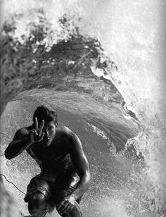 surf | surfing | black & white | wave | peace | ocean | sea | photography | cool | ride