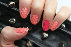 Manicure Monday: Studded Nails with Syl and Sam Love Nails, How To Do Nails, Pretty Nails, Nail Designs Easy Diy, Uñas Diy, Design Ongles Courts, Uñas Fashion, Studded Nails, Fall Nail Art