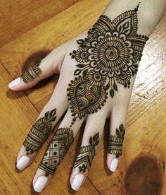 Mehndi is something that every girl want. Arabic mehndi design is another beautiful mehndi design. We will show Arabic Mehndi Designs. Henna Hand Designs, Dulhan Mehndi Designs, Arte Mehndi, Mehndi Designs Finger, Wedding Henna Designs, Mehendi, Mehndi Designs For Girls, Mehndi Designs For Beginners, Mehndi Design Photos