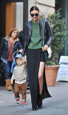 La jupe asymétrique de Miranda Kerr dans les rues de New York