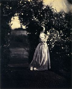 Julia Margaret Cameron was a portrait photographer in the and I think it's really interesting that now we can look back at these pictures and they look kind of vintage Vintage Pictures, Old Pictures, Old Photos, Victorian Pictures, History Of Photography, Portrait Photography, Artistic Photography, Julia Margaret Cameron Photography, Julia Cameron