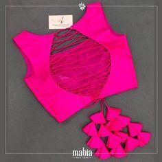 Choli Blouse Design, Saree Blouse Neck Designs, Fancy Blouse Designs, Design For Blouse, Blouse Patterns, Blouse Models, Stylish Blouse Design, Blouses, Bridal Lehenga Collection
