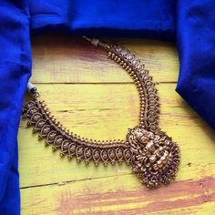 Antique Jewellery Designs, Gold Jewellery Design, Antique Jewelry, Gold Jewelry Simple, Cute Jewelry, Jewlery, Short Necklace, Gold Necklace, Ruby Necklace Designs