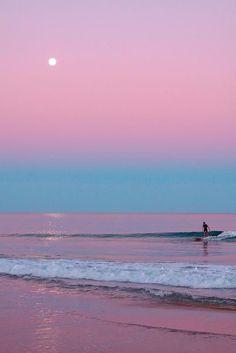 ''E hoje eu caminhei a praia inteira Com os pés na areia Coração em alto mar''                -Armandinho <3