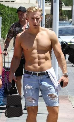 Fit Men Bodies, Tiny Shorts, Chico Fitness, Beautiful Men Faces, Blonde Guys, Hommes Sexy, Shirtless Men, Big Men, Workout Exercises