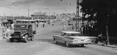 1960 táján, Bosnyák tér. Dodge Wippon. Ha esetleg hasonlít valamely Csepel teherautóra, az nem biztos, hogy a véletlen műve... A Chevrolet Impala 1959-ből se kutya... A villanyoszlop és a kerítés még ma is ugyanaz.