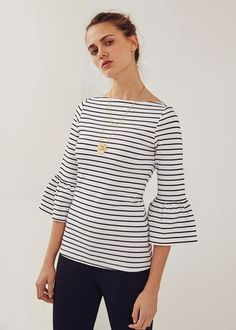 Striped t-shirt with ruffles adolfo dominguez женская одежда Moda Outfits, Girly Outfits, Casual Summer Outfits, White Outfits, Simple Outfits, Fashion Days, Fashion Outfits, Sophisticated Outfits, Minimal Fashion