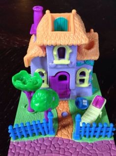 Polly Pocket House. I had this one!