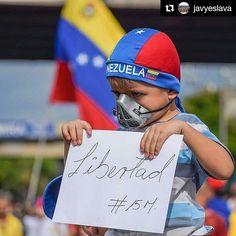 Foto de @javyeslava  Ellos #ccs #Caracas #caracascamina  Infancia a medias #Caracas #Venezuela #plantonnacional #15M #PhotoWalk #IgersVenezuela #IgersMiranda #Ig_Caracas_