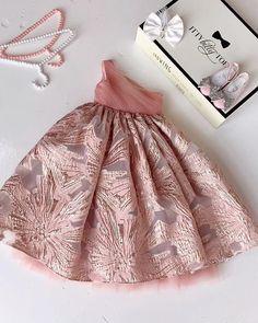 Girls Dresses Sewing, Stylish Dresses For Girls, Little Girl Outfits, Little Girl Dresses, Kids Outfits, Baby Girl Party Dresses, Birthday Girl Dress, Dress Party, Kids Dress Wear