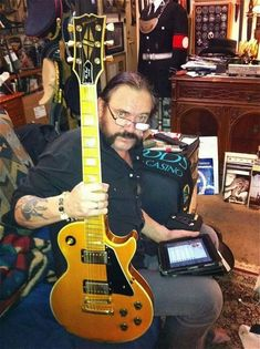Lemmy with a Gibson