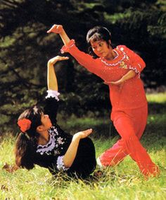 chinese and caucasian woman karate Kung Fu Martial Arts, Chinese Martial Arts, Martial Arts Movies, Martial Arts Workout, Martial Arts Women, Samurai, Female Martial Artists, Fighting Poses, Mma Boxing