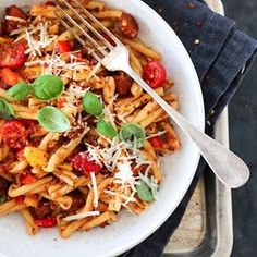 Pasta, chorizo, paprika og rød pesto i smakfull harmoni. Oppskrift på @trinesmatblogg #matglede #f52grams #pasta #thefeedfeed #feedfeed #foodporn #foodie #godtno Chorizo, Pesto, Tex Mex, Thai Red Curry, Recipies, Dinner Recipes, Food And Drink, Ethnic Recipes, Cold