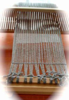 Telar.Como tejer.: Telar de peine o María Feng Shui, Beach Mat, Outdoor Blanket, Weaving, Sony, Log Projects, Rug Loom, How To Knit, Fabrics