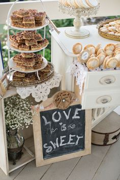 Wedding Sweets Display PHOTO SOURCE • PHOTOGRAPHY BY VANESSA