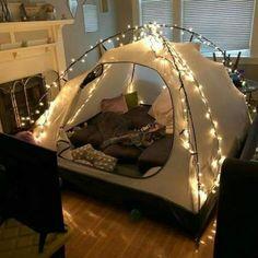 sleepover couple Ideas For Cute Camping Ideas Tent Forts Sleepover Room, Fun Sleepover Ideas, Zelt Camping, Cute Date Ideas, 31 Ideas, Indoor Camping, Indoor Forts, Camping Indoors, Room Deco