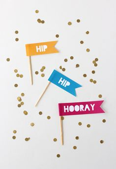 Hip Hip Hooray Cupcake Toppers Printables Print these Hip Hip Hooray flags for first day of school! Cute on cupcakes or muffins. Holiday Cupcakes, Birthday Cupcakes, Party Printables, Free Printables, Cupcake Toppers Free, Diy Cupcake, Cupcake Flags, Birthday Flags, Happy Birthday Girls