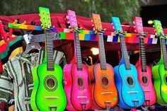 Musica a colores! Guitars in color look pretty cool.