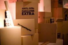 Decoración con cajas. Evento bajo la premisa mudanza.