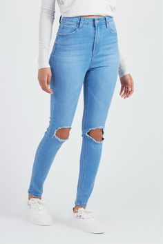 Cute Ripped Jeans, Ripped Jeans Outfit, Modest Outfits, Cool Outfits, Fashion Outfits, Teenager Outfits, Outfits For Teens, Girls Jeans, Mom Jeans