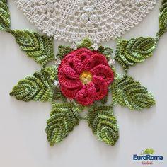Mãos à obra!                   Materiais: 01 EuroRoma Colori 200g 4/4 de cada cor: - 1080C – Cereja - 804C – Verde Musgo - 450C – Ouro 01 Eu...