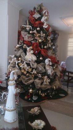 árbol decorado con bolas y arquilenes