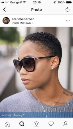Going au naturel might seem scary but with these 31 best short natural hairstyles for black women, you might kick yourself for not going for the chop sooner Natural Hair Short Cuts, Short Natural Haircuts, Short Afro Hairstyles, Tapered Natural Hair, Pelo Natural, African Hairstyles, Short Hair Cuts, Natural Hair Styles, Tapered Twa Hairstyles