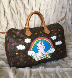 Speedy Louis Vuitton customizada com unicórnio e o nome da cliente <3