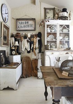 Shabby Chic Home Decor Shabby Chic Vintage, Vintage Decor, Vintage Display, Cottage Chic, Cottage Style, Rustic Cottage, Cocinas Kitchen, Flea Market Style, Home And Deco