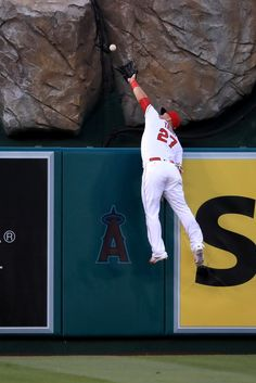 Mike Trout - Los Angeles Angels of Anaheim leaps unsuccessfully to catch this home run by Mike Moustakas (Royals) at Angel Stadium of Anaheim on (Apr Baseball Star, Angels Baseball, Baseball Games, Major League Baseball Teams, Mlb Teams, Robert Doisneau, Mlb Players, Baseball Players, Angel Stadium