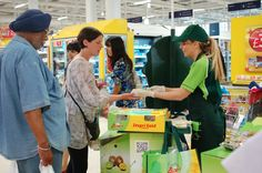 Zespri sampling campaign in Tesco stores nationwide. Contact Field Marketing supplied a national team of sampling staff to invite customers to taste both the green and gold kiwi fruit before they bought. Excellent increase of sales were reported throughout the sampling campaign.