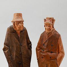 FIGURER, 2 st, skuret trä, Carl Johan Trygg, signerade och daterad ...