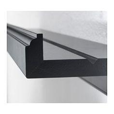 IKEA - MARIETORP, Schilderijenplank, De houder voor schilderijen heeft een speciaal spoor zodat je kleine schilderijlijsten in een perfecte hoek kan plaatsen.Hiermee kan je makkelijk en zo vaak je wilt wisselen tussen je favoriete motieven.
