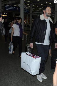 Jennifer Garner, Ben Affleck et leurs enfants Violet, Seraphina et Samuel arrivent avec le sourire à la gare de Saint-Pancras à Londres le 8 mai 2016.