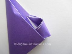 Find out how to fold the origami kusudama morning dew by Makoto Yamaguchi. The resulting kusudama flower looks like a star anise! Morning Dew, Star Anise, Origami Instructions, Accessories