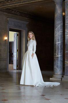 Brautkleider für den Winter | Friedatheres.com Winter Bride