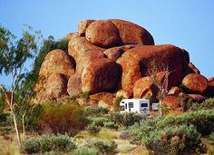 Devils Marbles Conservation Reserve – Australia's Outback Northern Territory Photo: Courtesy Northern Territory Tourist Commission See Accommodation in Alice Springs and Ayers Rock See Tours and Adventure in the Northern Territory Wonderful Places, Great Places, Places To See, Beautiful Places, Australia Tours, Australia Travel, Geography Of Australia, Australia Landscape, Physical Geography