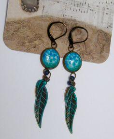 Boucles d'oreilles bleu, boucles d'oreilles rustiques, dormeuses, laiton, verre : Boucles d'oreille par mes-creations-plaisir