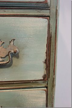 Painted Chest. Annie Sloan Chalk Paint. photo by Bungalow Blog, Debra