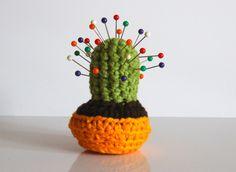 Gehäkelter Kaktus als Nadelkissen / crocheted cactus, pin needle cushion by Wolli und co.
