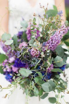 dark purple and soft purple bouquet Purple Wedding, Wedding Day, Wedding Tables, Wedding Things, Exotic Flowers, Beautiful Flowers, Beautiful Bouquets, Soft Purple, Pink And Gold