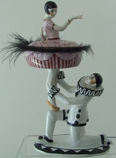 Pierrot and Ballerina Figural Porcelain Half Doll Powder Box Rare Antique, Antique Dolls, Vintage Dolls, Antique Art, Art Nouveau, Pierrot Clown, Porcelain Jewelry, Porcelain Vase, Fine Porcelain