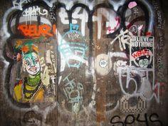 Redescubriendo Barcelona y más allá: 09/04/2015 Graffitis en la noche