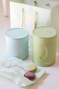 Pretty Round Laduree Boxes to Match the Pretty Round Macarons