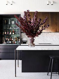 Flack Studio Flair In Fitzroy! (The Design Files) Home Interior, Kitchen Interior, Kitchen Decor, Interior Colors, Contemporary Interior, Flowerpot Lamp, Home Design, Studio Design, Flack Studio