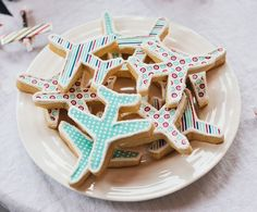 This has the cutest party details for a little boy who loves planes ... these cookies would also be cute for a bon voyage party.